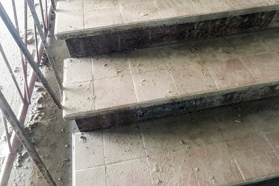 The stair tile remains in near-perfect condition. (Dallas Innovates staff photo)